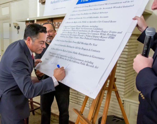 Juan Ovalle signing Long Beach Reform Pledge